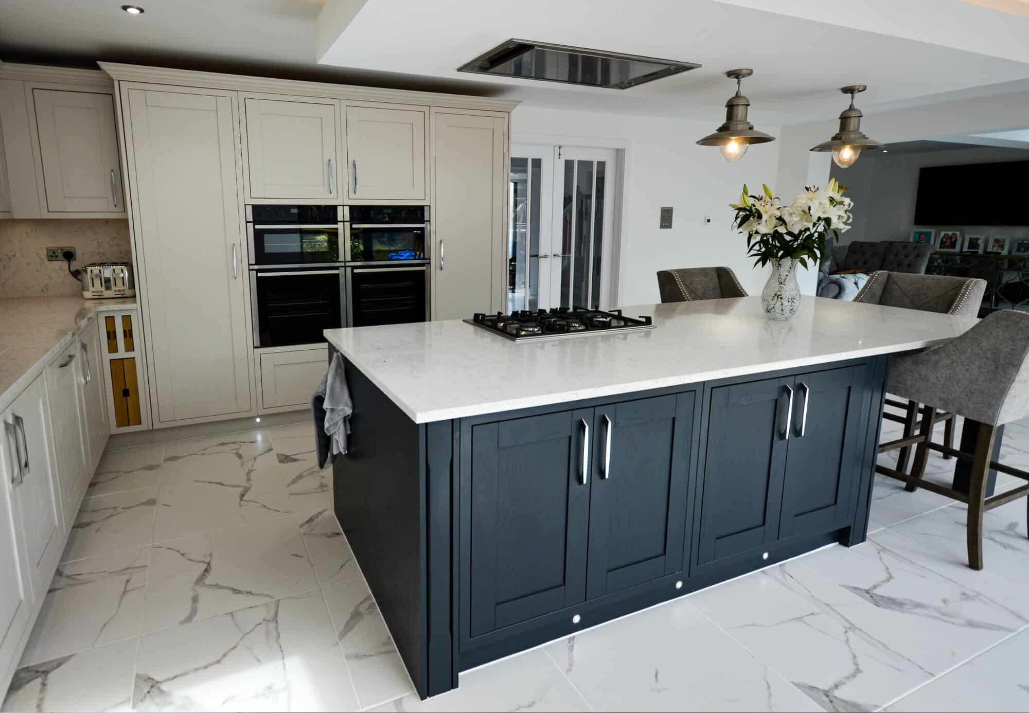 Minimalist kitchen with central island and integrated gas hob